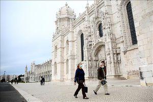 Những du khách Anh đầu tiên quay trở lại Bồ Đào Nha