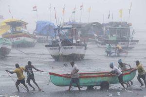Ấn Độ 'oằn mình' vì siêu bão Tauktae