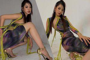 Chi Pu tạo dáng trên giày cao nhìn muốn vẹo hết cột sống với kiểu váy 'khó nhằn'