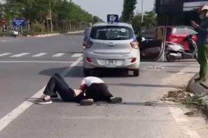 Tài xế taxi kể lại giây phút sinh tử: 'Lúc ấy tôi nghĩ, giằng co mãi sẽ mất máu chết nên cố đạp cửa ra'