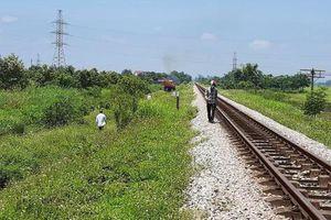 Vụ mẹ ôm xác con nằm trên đường tàu: Tạm giam người mẹ