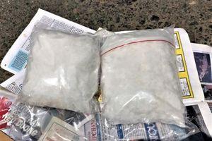 Cà Mau: Bắt giữ 2 đối tượng vận chuyển 2kg ma túy