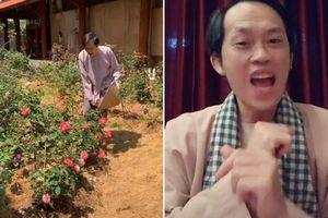 Hoài Linh nhận nút vàng Youtube, TikTok chạm mốc 4.3 triệu follow sau thời gian ở ẩn