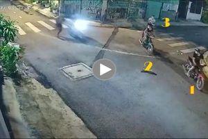 Khoảng khắc 6 thanh niên nửa đêm 'dàn trận' cướp xe máy khiến nhiều người bất an