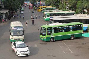 Giữ khoảng cách từ trong xe buýt