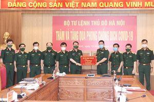 Bộ Tư lệnh Thủ đô Hà Nội tặng vật tư y tế phòng, chống dịch Covid-19 cho Bộ Tư lệnh Quân khu 1