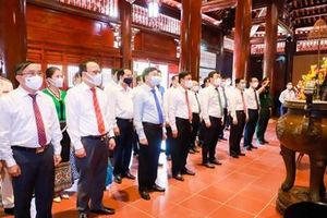 Lãnh đạo tỉnh Nghệ An dâng hương, dâng hoa tưởng niệm Chủ tịch Hồ Chí Minh