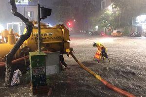 Hà Nội ngập khi mưa lớn: Có nguyên nhân từ xả rác bừa bãi