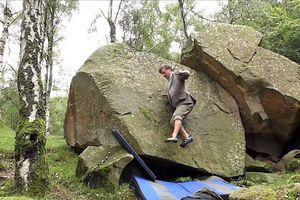 Dị nhân leo núi không cần... tay
