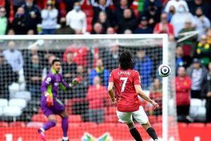M.U sẩy chân đáng tiếc trong ngày Cavani nối gót Ibrahimovic