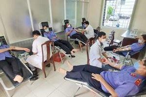 Cán bộ, công chức VKSND tỉnh Thừa Thiên – Huế tham gia hiến máu tình nguyện