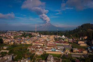 Núi lửa Sinabung tại Indonesia phun cột tro bụi cao 3.500 m