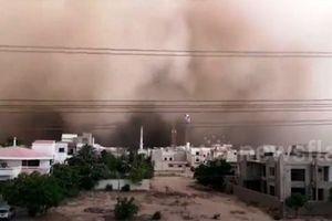 Bão bụi khổng lồ 'nuốt chửng' thành phố Pakistan khiến 4 người tử vong