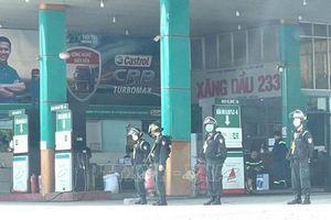 Bắt chủ cây xăng ở Đồng Nai trong đường dây xăng dầu giả