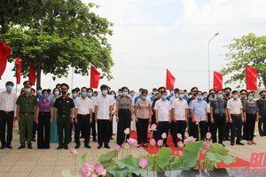 Lãnh đạo, nhân dân TP Sầm Sơn dâng hoa, dâng hương tưởng niệm Chủ tịch Hồ Chí Minh