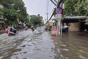 Đồng Nai, TP HCM mưa lớn, nhiều nơi ngập sâu