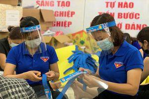 Tuổi trẻ Thanh Oai làm gần 5.000 tấm chắn giọt bắn tặng các tổ bầu cử