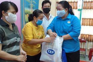 100 phần quà đến với lao động nghèo huyện Bình Chánh