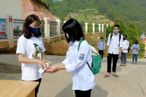 Yên Bái: Siết chặt phòng dịch, hối hả học ôn