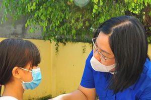 'Chuyến xe yêu thương' đến với học sinh nghèo Trà Vinh