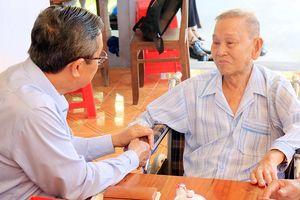 Lãnh đạo tỉnh An Giang thăm, tặng quà cán bộ lão thành cách mạng