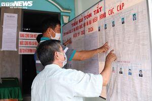 Bộ đội hỗ trợ người dân xã đảo Thổ Châu đi bỏ phiếu nếu thời tiết xấu