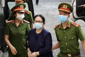 Hoãn xử vụ bà Dương Thị Bạch Diệp bị cáo buộc lừa đảo
