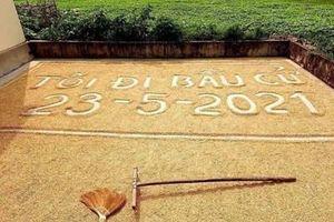 Ngỡ ngàng khẩu hiệu tuyên truyền bầu cử trên sân phơi lúa