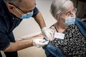 Đan Mạch tiêm vaccine của AstraZeneca và Johnson & Johnson cho những người tình nguyện