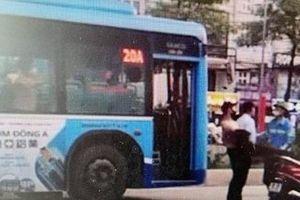Xác minh phụ xe buýt hành hung người tham gia giao thông