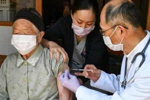 Nhật Bản phê duyệt sơ bộ vaccine Moderna và AstraZeneca