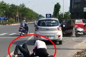 Giám đốc Công an Hà Nội nói gì về đại úy công an đứng bấm điện thoại khi tài xế taxi vật lộn với tên cướp?