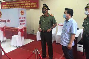 Đại tá Trần Đình Chung- Phó Giám đốc CATP: kiểm tra công tác đảm bảo ANTT bầu cử