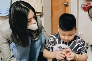 Hoa hậu Tiểu Vy xót cảnh mẹ bầu nuôi con ung thư