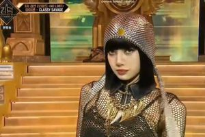 Ngất với thần thái 'nữ hoàng' của Lisa khi sánh đôi iKON trên sân khấu Kingdom