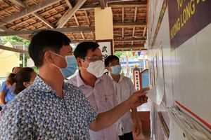 Ông Trần Mạnh Dũng kiểm tra công tác chuẩn bị bầu cử tại TP. Cam Ranh