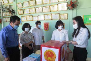 Bí thư Tỉnh ủy kiểm tra công tác bầu cử ở huyện Sơn Tịnh