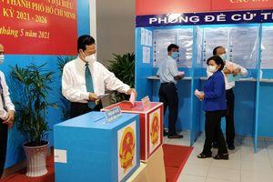Nguyên Thủ tướng Nguyễn Tấn Dũng bỏ phiếu bầu cử