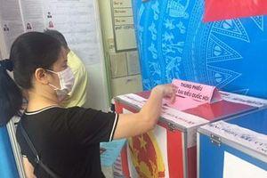 Cử tri gửi gắm nhiều tâm tư, nguyện vọng qua lá phiếu bầu