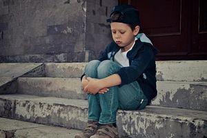 4 dấu hiệu trẻ bất an, ảnh hưởng tiêu cực tích cách lẫn trí tuệ