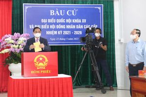 Thủ tướng Phạm Minh Chính bỏ phiếu bầu cử tại quận Ninh Kiều