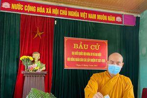Nghệ An: Tăng Ni, Phật tử các tự viện tham gia 'ngày hội' bầu cử