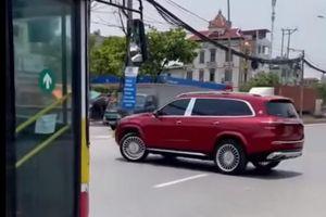 Lý giải hành động 'nhún nhảy' trên đường phố của xe Mercedes
