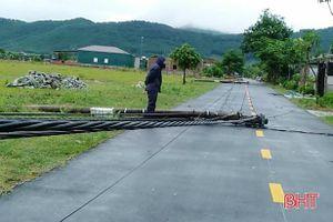 Hà Tĩnh: Lốc xoáy trong đêm tốc mái 15 nhà dân, gãy đổ nhiều cột điện