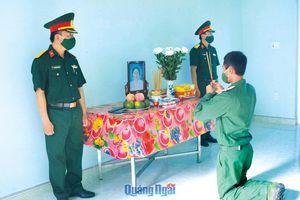 Chiến sĩ nén đau thương chịu tang mẹ tại đơn vị