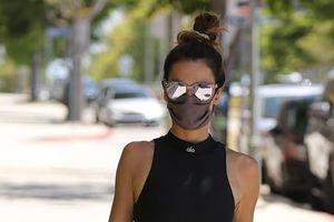 Cựu người mẫu Alessandra Ambrosio khoe dáng thanh mảnh trên phố