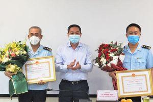 Trao Thư khen của Bí thư Thành ủy Hà Nội cho Cục Hải quan về thành tích phòng, chống ma túy