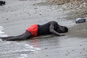 Bức ảnh xác chết người di cư trước 'cửa thiên đường': Khi miền đất hứa biến thành nơi chôn vùi tương lai, tận cùng của nỗi đau và tuyệt vọng