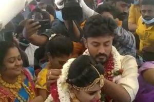 Ấn Độ: Lễ cưới đông nghẹt người trên máy bay bất chấp COVID-19