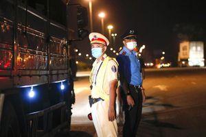 Phát hiện 2 người Trung Quốc không rõ lai lịch ở cầu Vĩnh Bình